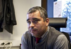 LETAR ARBETE. Joakim Svedling är en av många taxiförare som nu måste söka nytt jobb efter att X-trafik sagt upp avtalet med Tuwa.