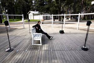 Viktor Eriksson från Institutet för digitala konstarter hade satt upp ett ljudkonstverk.