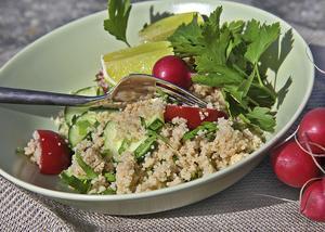 Tabbouleh kokas och förbereds hemma och är en perfekt grund för en enkel måltid med tonfisk, musslor eller enbart med grönt om det känns rätt.