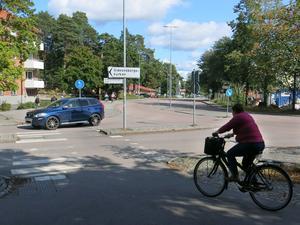 Kommunen ska höja upp passagen för gående och cyklister på Gideonsbergsgatan, vid korsningen med Långmårtensgatan.