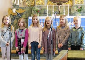 Medlemmar ur barnkören svarade för vacker sång i samband med fastlagssöndagens gudstjänst i Svärdsjö kyrka.