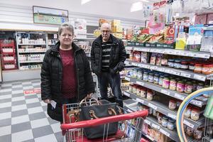 Äkta paret Inga-Lill och Tage Gideryd från Grenås brukar varje vecka handla i ICA Sikås Bua.