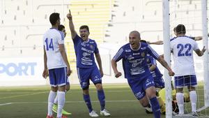 Södras Johan Adamsson, till vänster, och Emil Zoltek jublar över ett av lagets mål under säsongen 2015.
