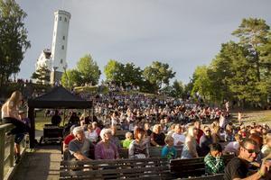 Över 2000 människor uppskattades ha kommit för årets tredje Sommartrivsel.