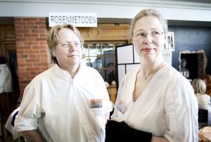 Peter Olsson är rosenterapeut. Hans fru Annika förespråkar också rosenmetoden.