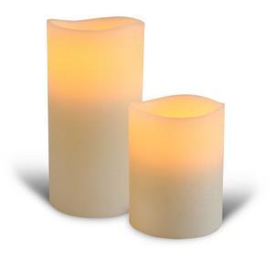 Snäll flamma. Blockljus utan eld håller branden borta. Ljusen är gjorda i vax och lågan är en ledlampa. Finns i flera färger på inreda.com. Pris: från 300 kronor.