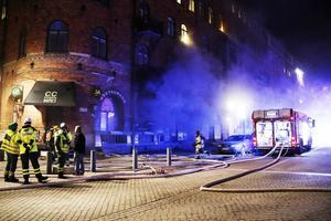 Så här såg det ut i lördags kväll när CC-puben började brinna.