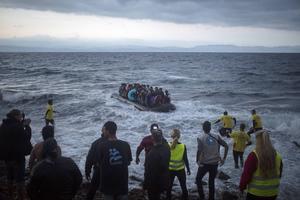 Fler än 3 000 människor har omkommit hittills i år under färden över Medelhavet, av nästan 250 000 som uppges ha försökt ta sig till Europa, enligt FN:s internationella organisation för migration, IOM.