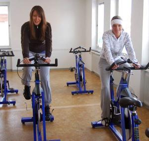 Paulina Kaczharczyk och Agnieslka Konatowska tog del av de aktiviteter som Svegskorpen hade vid invigningen av de nya lokalerna i lördags.Foto: Leif Eriksson