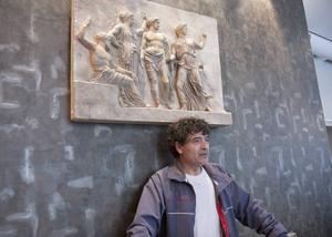 Michael Hadjimichael har köpt konstverket med de gamla grekerna, han blickar framåt mot ett nytt Grekland, inspirerat av det gamla.
