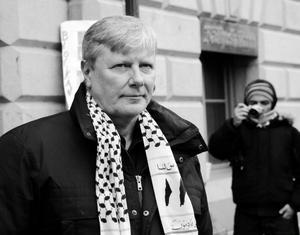 I Vänsterpartiet kommunisterna gjorde sig Lars Ohly känd som en hårdför försvarare av förtryckarstaterna i Östeuropa. Denna tveksamma syn på demokrati och frihet är inget som vänsterledaren vill kännas vid i dag.