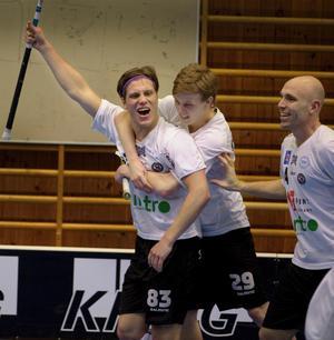 Thomas Norman och tre andra ÖSK-spelare är på väg till Torshälla.