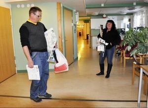 Kontoren töms undan för undan. Jan Hjortzberg, enhetschef för LSS-verkställigheten, och LSS-samordnare Monica Dahlén är i full gång med flyttbestyren.