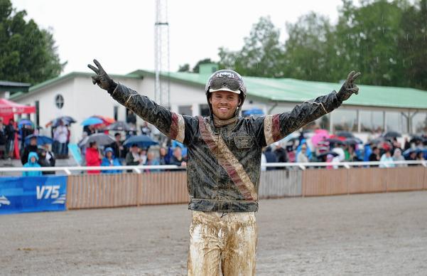Adrian Kolgjini, 21 år gammal, körde sitt första storlopp, och fick kröna med seger direkt.