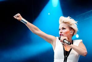 Dansdrottning. September bjöd på en del gamla låtar som Satellites, Cry for you och La la (Never give it up).