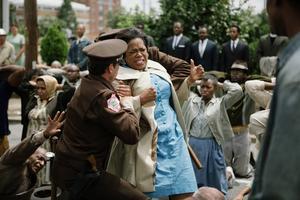 Oprah Winfrey har producerat Selma och gör rollen som Annie Lee Cooper, en av invånarna i Alabamastaden Selma som kämpar för att få rösta.