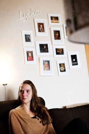 Hanna Forsberg Nilséns provresultat från 2009 felanalyserades. Tre år senare hade hon en stor cancertumör i underlivet. Nu är tumören bortopererad och livet håller på att återgå så smått till det normala. Men ekonomiskt blöder familjen. Hoppet står till ersättning från patientförsäkringen.