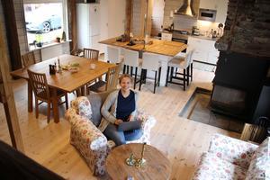 Där Katarina Jansson för närvarande bor, är en ombyggd gammal lada som är tänkt att fungera som en mötesplats för släkten. Planerna är att Katarina i vår ska bygga om en intilliggande lada till sitt egna hem.