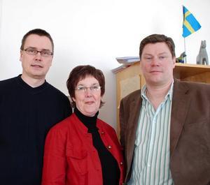 Flaggan i topp. Centerpartisterna Michael Thalin, Agneta Ängsås och Jonny Jones är glada över regeringens beslut att förändra paragraf 28 i jaktförordningen.