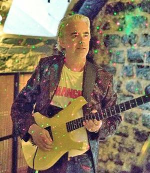 John Sandh agerar konferencier på företagsgalan i Hedemora. Förutom att vara företagare själv i Hedemora har han ett intressant förflutet som gitarrist.