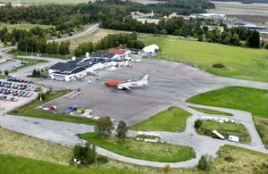 Bättre med bostäder? Mats Ericson (V) vill bygga på Västerås flygplats.