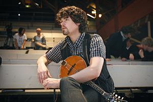 Per Engman och hans kapell svarar för musiken i föreställningen.