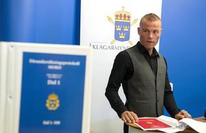 Kammaråklagare Fredrik Karlsson vid en pressträff på torsdagen. Arkivbild.