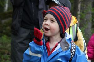 Femåriga Rasmus Fall gillar att låta som en indian - och han är väldigt bra på det!