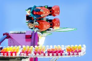 När himlen var blå passade en högtflygande karusell bra.