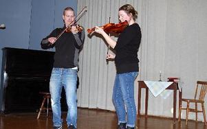 Sara och Lars Nordin stod för den musikaliska underhållningen den här torsdagen. FOTO:LEIF OLSSON