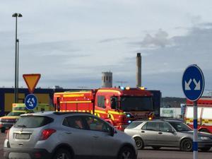 Fyra personbilar var inblandade i olyckan.