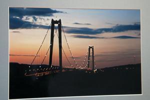 Ångermanland har sin Höga kusten bro. Börje tog bilden på natten.