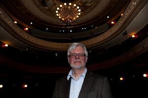 Ett par pjäser som Staffan Mjönes gärna skulle vilja bjuda in till Sundsvall är de grekiska dramerna Agamemnon och Lysistrate; en ett drama, en en komedi.