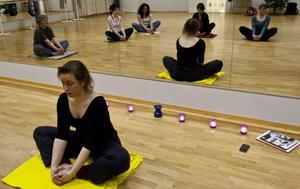 Annelie Lindeberg visar hur man förenar träning för kropp och själ.