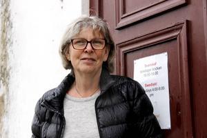 Elvy Eriksson och hennes vänner i kyrkan skaffade en buss för att skjutsa till gudstjänster. Men det blev mycket mer. Flera gånger i veckan skjutsar de nyanlända till fotbollsträningar, språkkaféer och förskola.