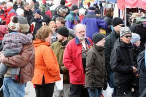 1000-tals personer flanerade runt på marknaden.Foto: Håkan Degselius