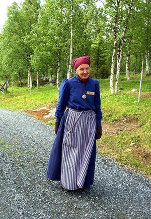 Birgit Larsson är guide på området, alltid tidsenligt klädd som Anna Larsdotter, kvinnan som upptäckte kopparfyndigheten i Fröå.
