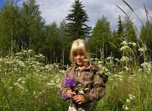 Blommor på ängen. Vart än barnen tittade fanns det något att plocka för Ida Gustavsson.