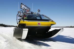 isbrytare. På två pontoner går hydrokoptern snabbt på isen. De står emot det mesta och bryter is utan problem.