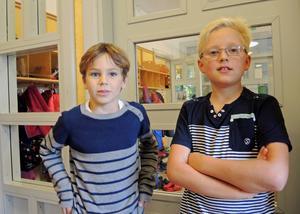 Anton Bergenström och Oskar Fredriksson i årskurs 3 på Kyrkskolan i Borlänge har pantat burkar för att hjälpa till i flyktingkrisen.