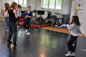 Eleverna dansade till tonerna av bland annat Loreen, Benny Hill och Sean Banan under danspasset.