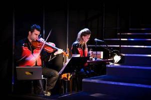 Skuggfåglarna. Musikerna Hadrian Prett och Pernilla Andersson.
