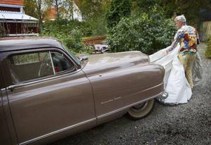 Förutom ett digert kläd- och tomatintresse hyser Anders en fascination för gamla bilar.– Den är ju långt ifrån färgglad, men visst är den fin?, säger han.