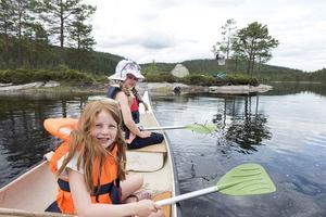 På Fritidsbanken kan barn, unga och vuxna låna sport- och friluftsutrustning gratis i 14 dagar. Foto: Gorm Kallestad / TT
