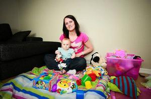 Katarina Larsson med dottern Isa, snart 10 månader.