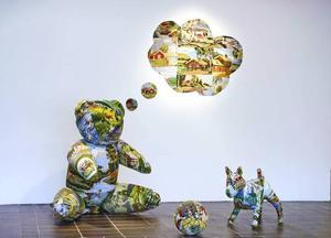 """Embrodery land"".  Installation med korsstygnsbroderade figurer, av Eva Österberg-Ericsson."