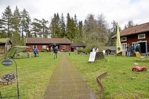 Tivedstorp har öppnat för säsongen och i går arrangerades den en naturdag med träd i centrum av Naturskyddsföreningen i Askersund tillsammans med Tivedstorp. Arrangemanget ingick i kulturveckan Sköna maj.