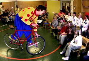 Thomas Jerbo är sedan tidigare känd som clownen Daff Daff. Nu startar han Sundsvalls första regelbundna cirkusaktivitet.