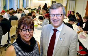 Ingrid Nilsson, rektor Ålsta folkhögskola och Sverker Ågren (KD), ordförande Regionala nämnden, invigde tillsammans de nya lokalerna.