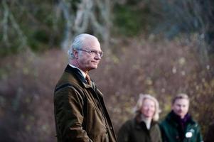 KUNGAJAKT. Ett stort pressuppbåd mötte kung Carl Gustaf när han i torsdags höll pressträff med anledning av sin årliga jakt på Hunneberg.